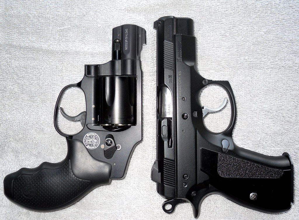 Smith & Wesson 340 M&P vs CZ 75 D Compact PCR | Smith & Wess