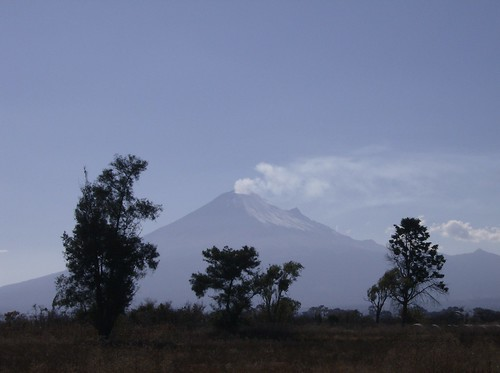 Volcán Popocatépetl ( Cerro que humea ).