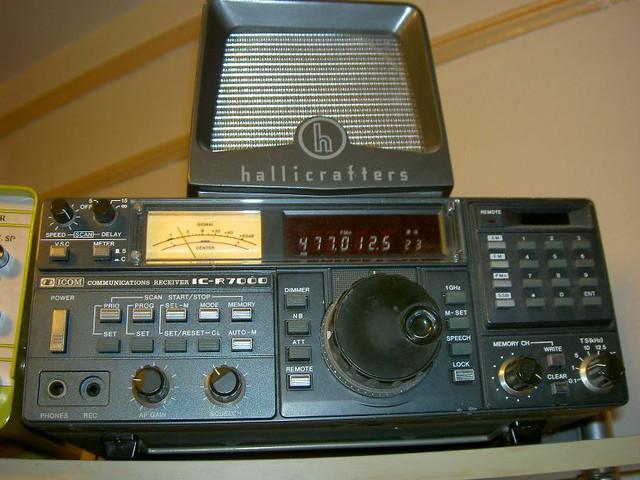 ICOM R-7000 Scanner Light   ICOM R-7000 Receiver monitoring