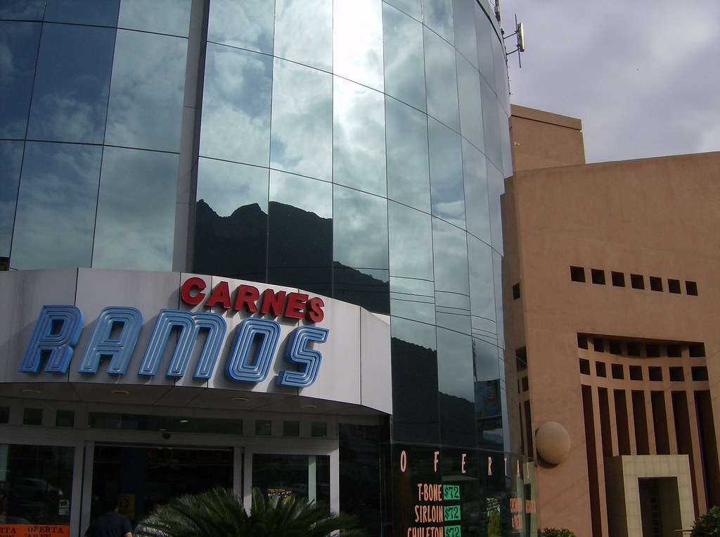 Carniceria Ramos Junto A Edificio De Oficinas Ramos Me Flickr