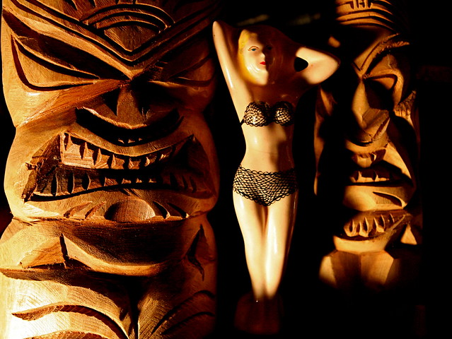 It's TIKI TIME! Let's See Those Home Tiki Bars, Rooms, and Lounges! 3165247673_2dd3af5378_z