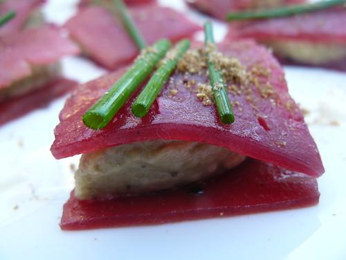 Pétale de betterave au caviar d'aubergine | by bloggyboulga