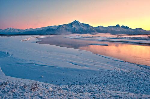 winter mist snow water fog alaska river golden frozen twilight nikon colorful butte ak palmer valley matsu cecil sanders pioneerpeak thawed matanuskariver matanuskasusitnavalley matsuvalley matanuskasusitna 18200mmvr nikond90 flickraward 99645 cecilsanders buttebridge palmeralaskapalmer