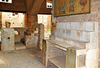 Italy-0338 - Thermopolium (Ostia Antica)
