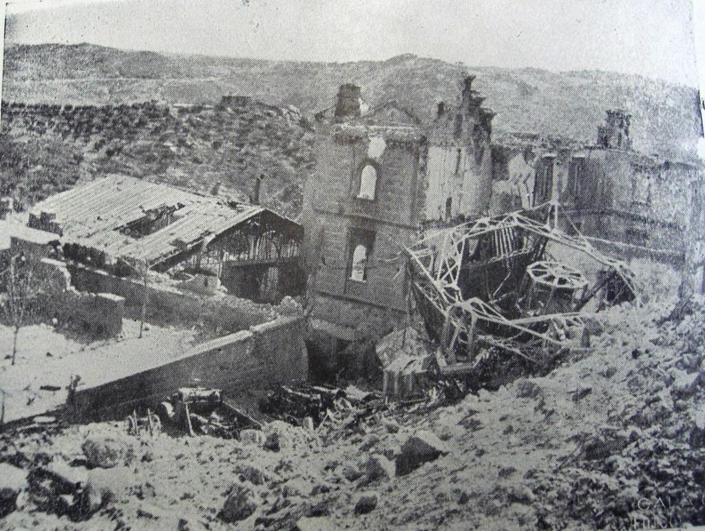Edificio de Capuchinos y picadero destruidos en la Guerra Civil vistos desde las ruinas del Alcázar