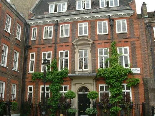 House on Cowley Street/Barton Street corner   by greycap