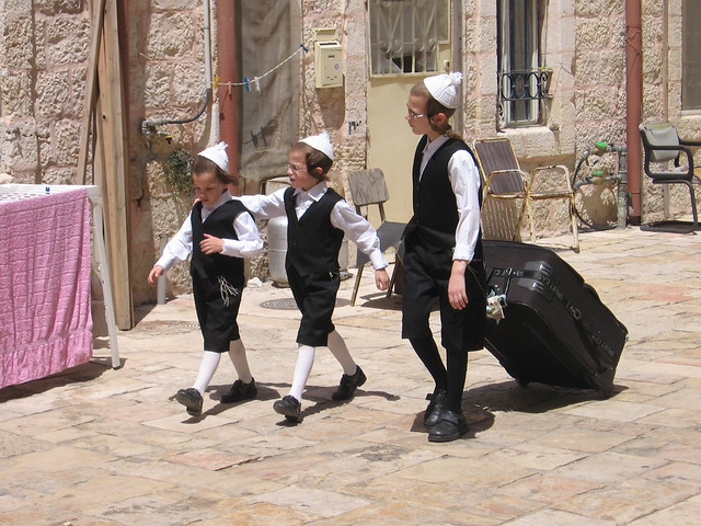 Breslov kids prepare for Shabbat, Mea Shearim, Jerusalem