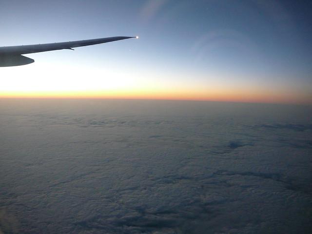 No avião....