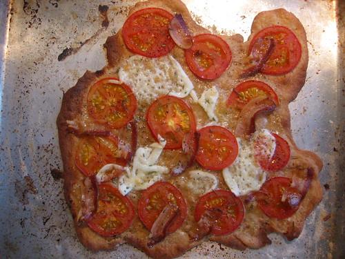 Pizza mozzarella pancetta tomato
