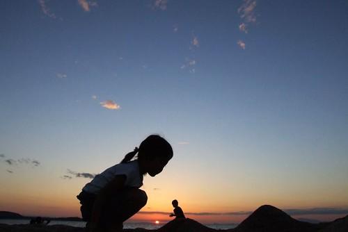 sky silhouette backlight children geotagged  sunset geolat343390178 geolon1347342708