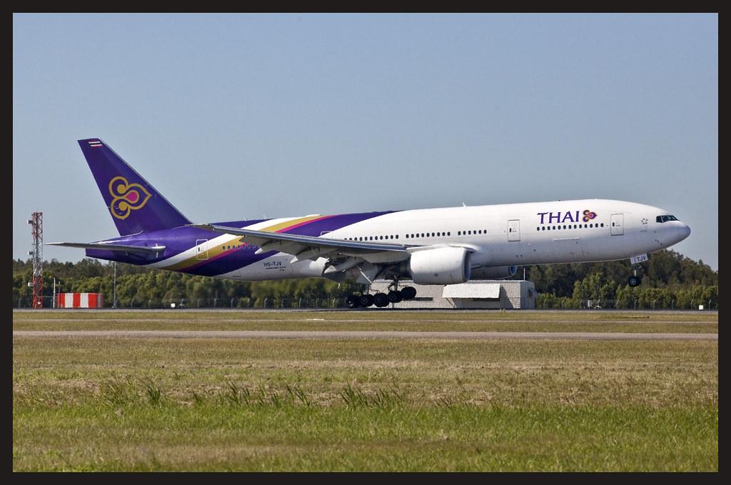 THAI 777 landing Brisbane_19-1&