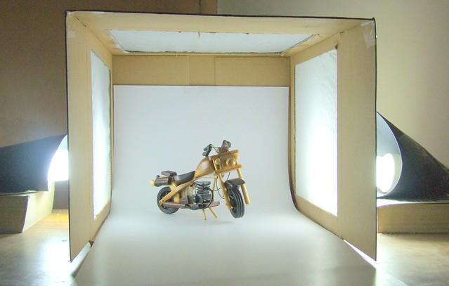 My home macro studio. Idea Courtesy - Strobist.com