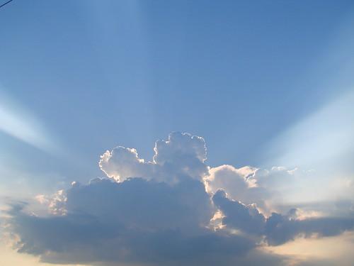 SUN THROUGH CLOUDS   by lovecatz