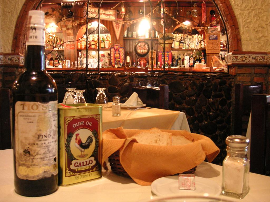 Table setup and bar in the bakcground | Salmantino Restauran