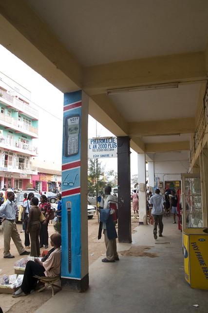 0029-Kigali_Rue_comercante