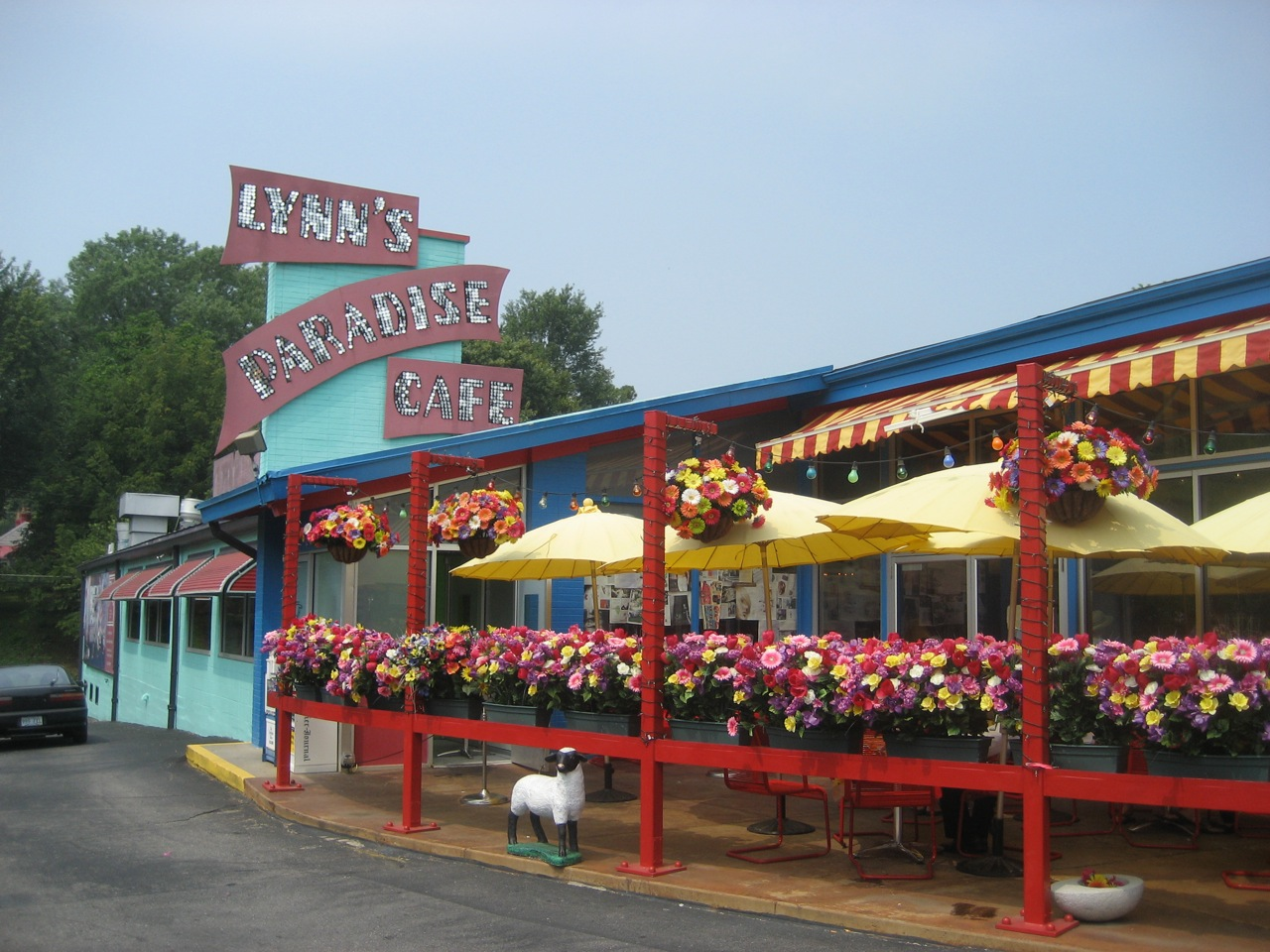 Lynn's Paradise Cafe, Louisville, Kentucky.