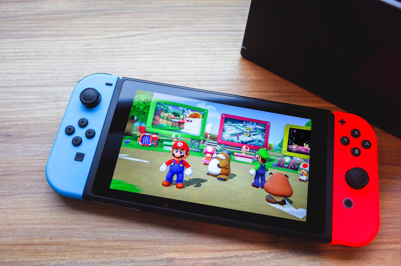 Nintendo Switch 入手,快來我們家打電動了呀!