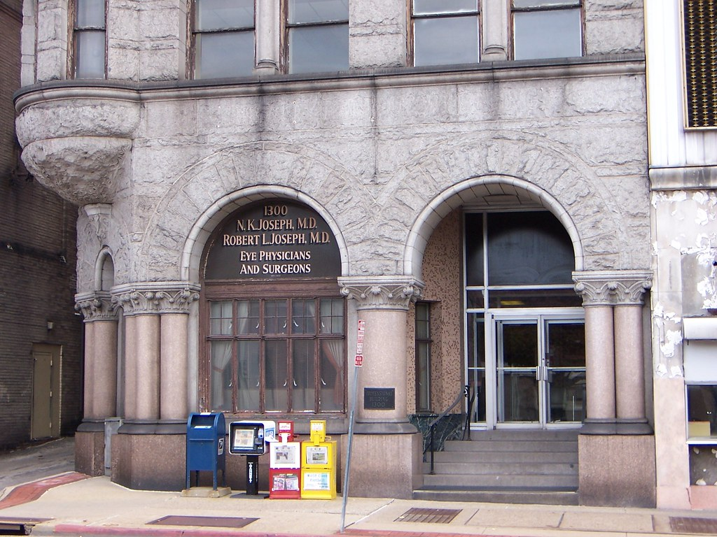 Wheeling Wv Richardsonian Romanesque Building Entrance