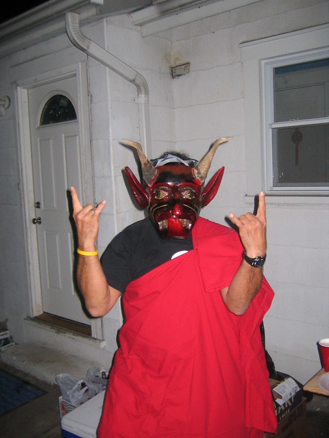 Haloween_2005_Baltimore_040_Carlos_with_toga_and_mask