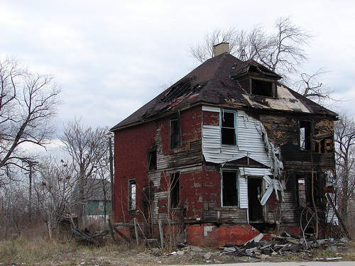 Burnt Out House on Warren Ave   by technochick