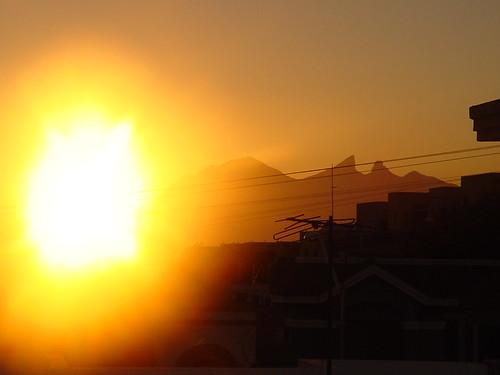houses yellow sunrise mexico fire amanecer amarillo contraste casas monterrey cerrodelasilla