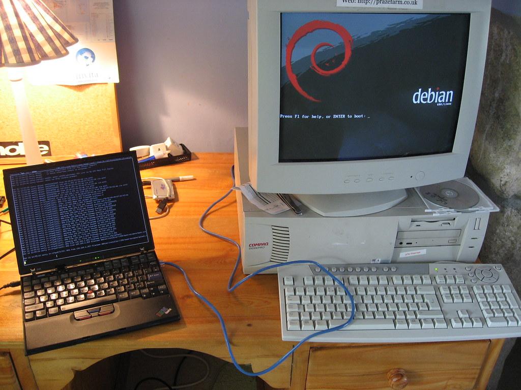Sistema Operacional Debian