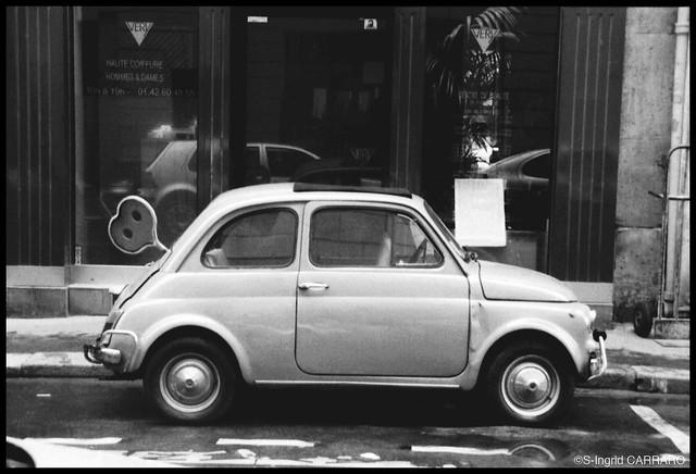 LA FIAT 500 GARÉE RUE ST HONORÉ - Paris