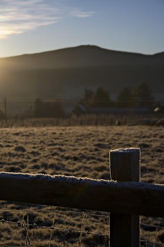 home sunrise fence scotland frost aberdeenshire farm railway hdr bennachie daies