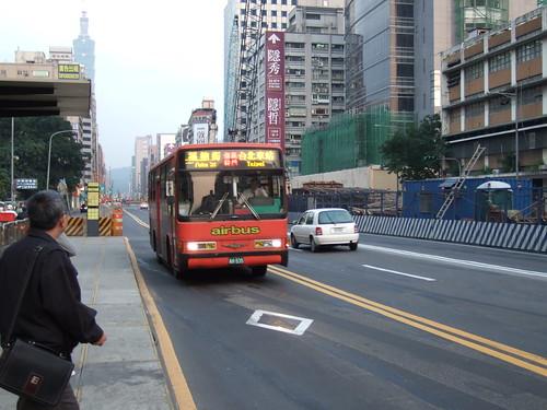 大有巴士信義幹線 (III) / airbus Xinyi Main Line (III) | by 笨笨的小B