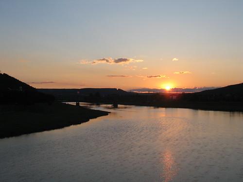 2014 americas northamerica unitedstates newyorkstate steubencounty corning river water chemungriver sunset fingerlakes sun reflection