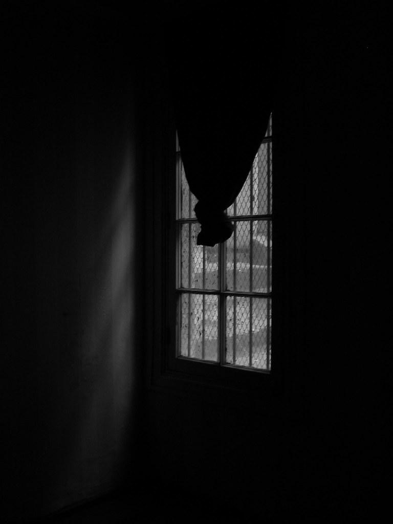 el cuarto oscuro | ahi vivia la mery, ahora esta asi oscuro ...