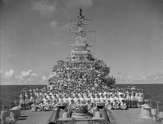 Ship's company of the cruiser HMCS Uganda, August 1945. /  La compagnie du croiseur NCSM Uganda, août 1945