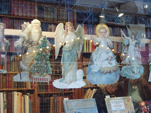 200612120098_Christmas-Strasbourg-bookshop