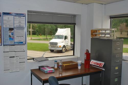 truck clinton center iowa semi warehouse ia dli distribution warehousing