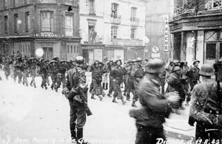 Captured canadian troops. / Soldats canadiens capturés