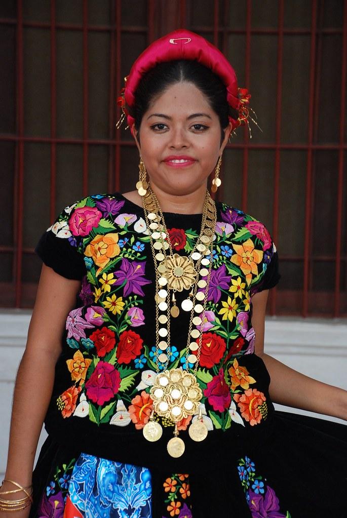 Con El Traje De Tehuana Fotos Generación 2004 2007 B0231