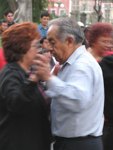 A couple dancing in the Puebla Zócalo