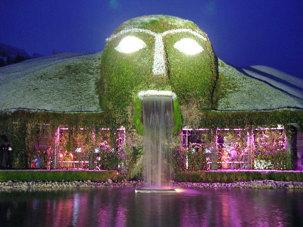 f16c04d25feb ... Swarovski Crystal Worlds - The Giant