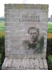 Cofeb Francis Ledwidge, ger Boezinge