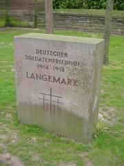 Mynwent milwyr yr Almaen, ger Langemark