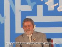 Lula ouvindo