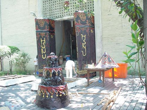 2005畢典前的中興堂門口