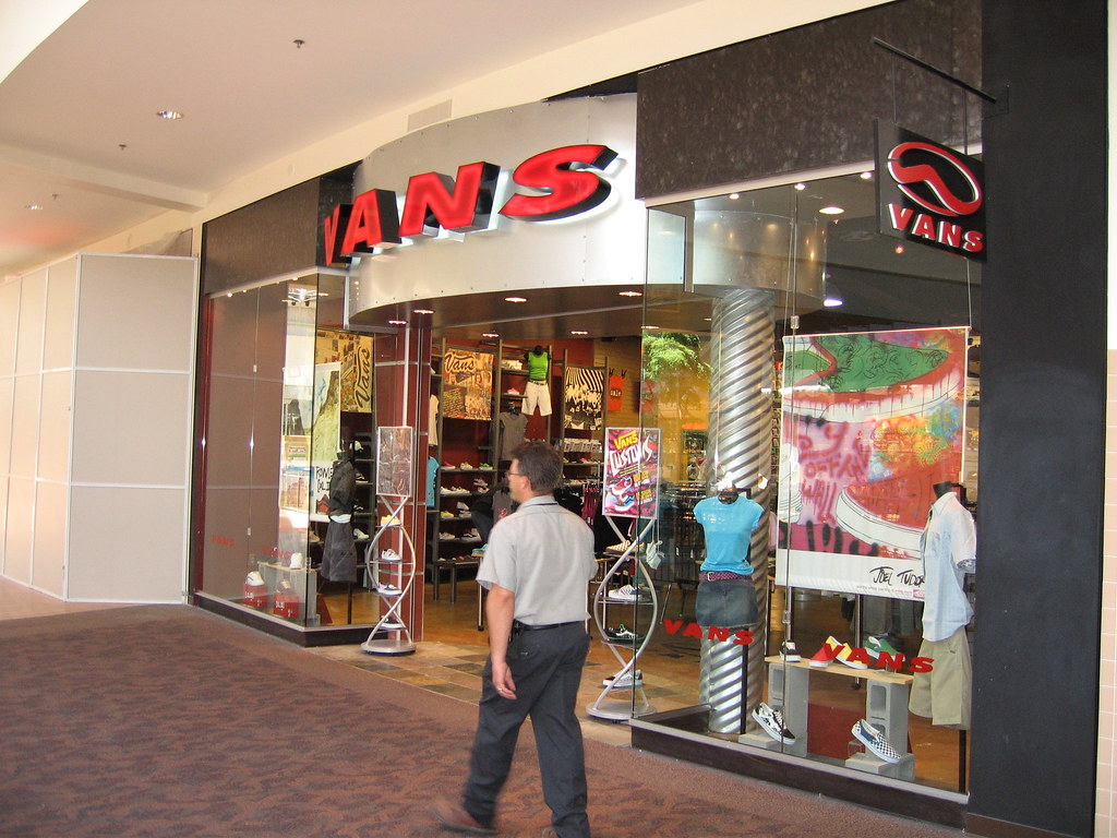 vans boutique in moa
