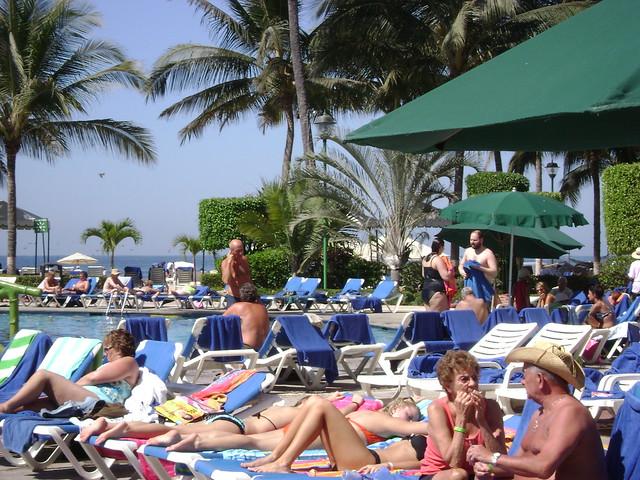 Baños de sol, Holiday Inn, Puerto Vallarta, México/Sunbathing, Holiday Inn, Vallarta - www.meEncantaViajar.com