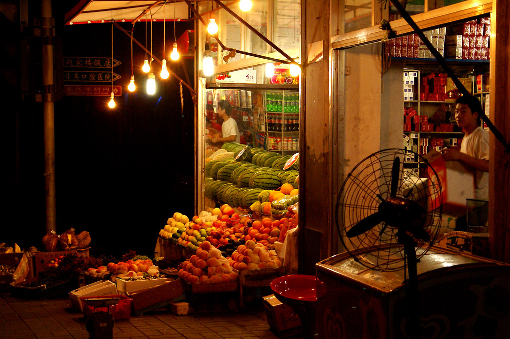 Fruit and cigarettes | Fruit and cigarette shop on Chaoyangm