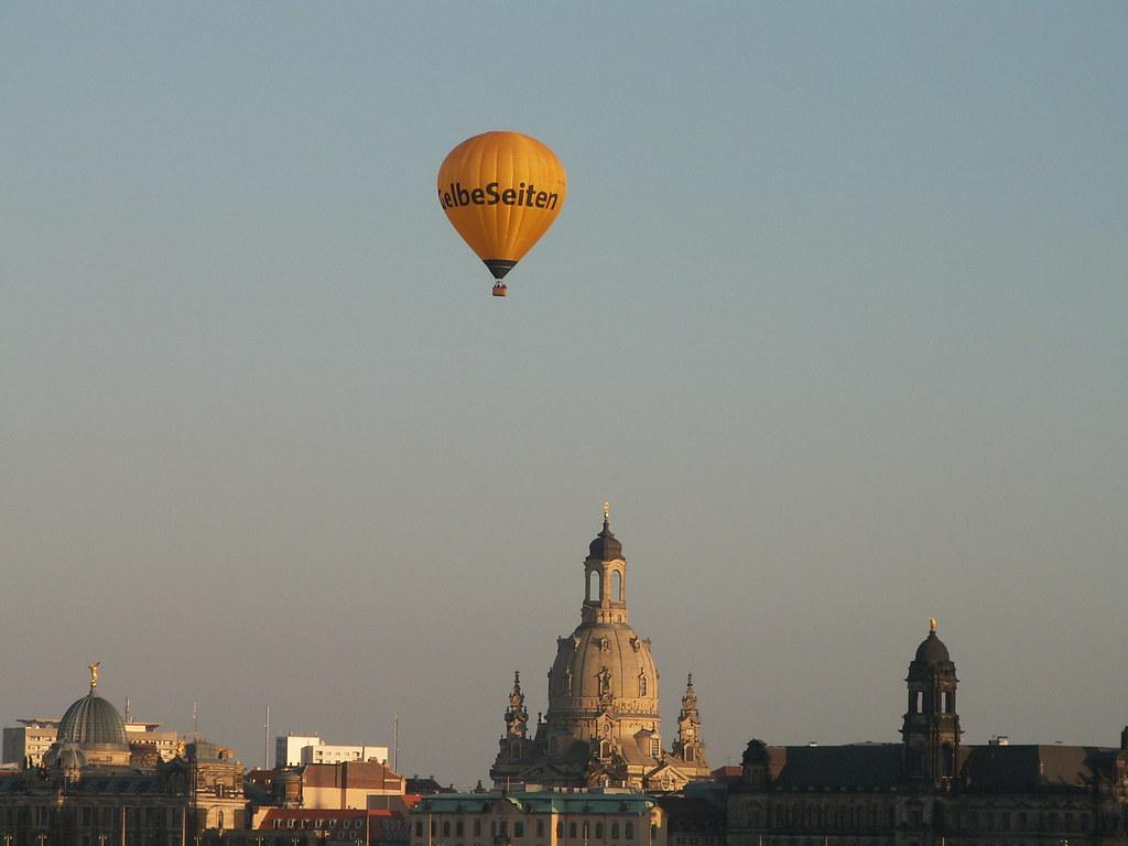 Unter dem Ballon war ein recht freundlicher Morgen über der Landeshauptstadt Dresden aufgegangen. Der Elbnebel, der um diese Jahreszeit immer noch drückend über der Stadt liegen, war schon lange vor Mittag der Sonne gewichen, und immer freier und weiter wurde die Aussicht in die Ebene über den Fluß hinüber 220