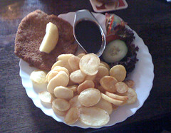 Schnitzel mit Bratkartoffeln - Café Emaille | by JaBB
