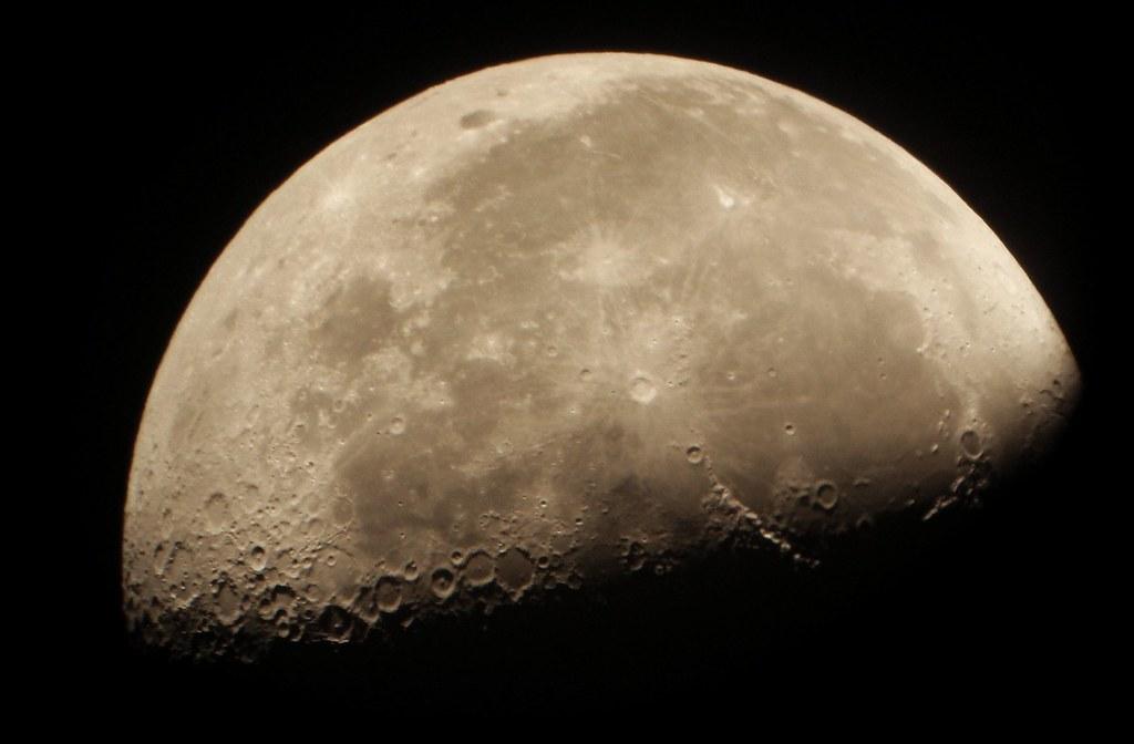 Luna en cuarto menguante   Gracias por visitar y comentar th…   Flickr