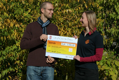 ICT4D.at chairman Florian Sturm receives the donation cheque from Leo Club St. Pölten chairwoman Maria Propst | by Zanzicode