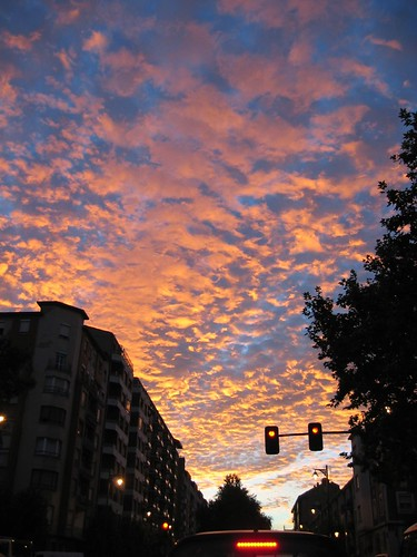 light sunset clouds geotagged spain driving logroño rioja geo:lat=42453861 geo:lon=2439909